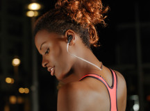 DeeWear FlyOne Dark: The Right Choice of Earphones for Sports and Fitness